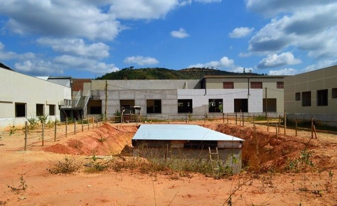Obra do Hospital Regional de Teófilo Otoni está parada há nove meses |