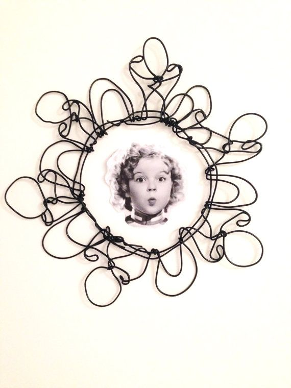 Wire wall frame: Round wire picture frame  wire by morphingpot