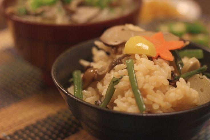sonokさんの今日の夕飯は まつたけのおこわ #snapdish #foodstagram #instafood #food #homemade #cooking #japanesefood #料理 #手料理 #ごはん #おうちごはん #テーブルコーディネート #器 #お洒落 #ていねいな暮らし #暮らし #炊き込みご飯 #秋の味覚 #まつたけ #松茸 #おこわ https://snapdish.co/d/OazSGa