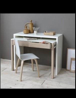 Para o home office, uma mesa prática, que não ocupa espaço e ajuda a manter tudo organizado.