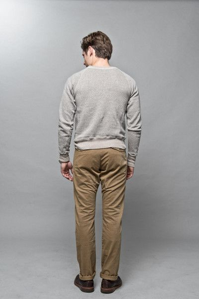 Sweatshirt, chinos and longwings. What else you really need for that simple Sunday look?   #wardrobestables #essentials #sweatshirt #loopwheel #loopwheeled #madeinjapan #menswear #streetwear #rawdenim #workwear #ocbd #oxfordshirt #buttondown #alden #longwings