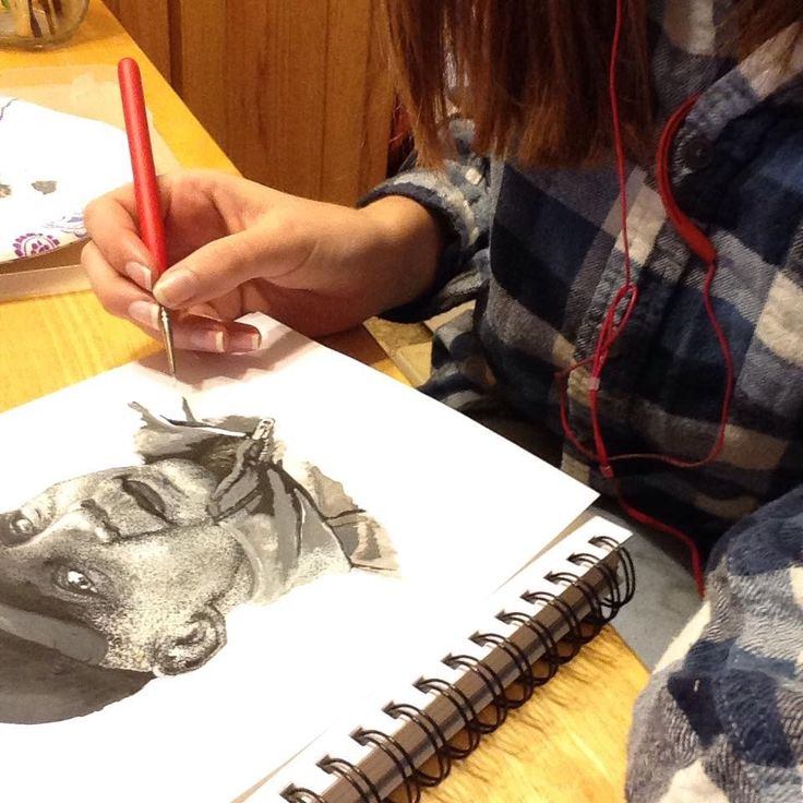 #sketch #art #artistlife #artist #paintings #painter #portrait #man #painting #working #work #acrylicpainting #acrylic #acrylics #pointalism #blackandwhite #threequarterview #creative #detalles #lifelike #fineart