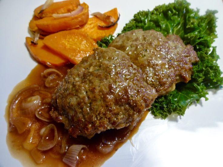 Lammekarbonader med ovnsbakt søtpotet, smørdampet grønnkål og løksaus ! Kraftig god middag, som passer godt på en kald høstdag ஃ☂ஃஃ☂ஃ Oppskrift: http://edelsmatvin.blogspot.no/2014/10/lammekarbonader-med-ovnsbakt-stpotet.html
