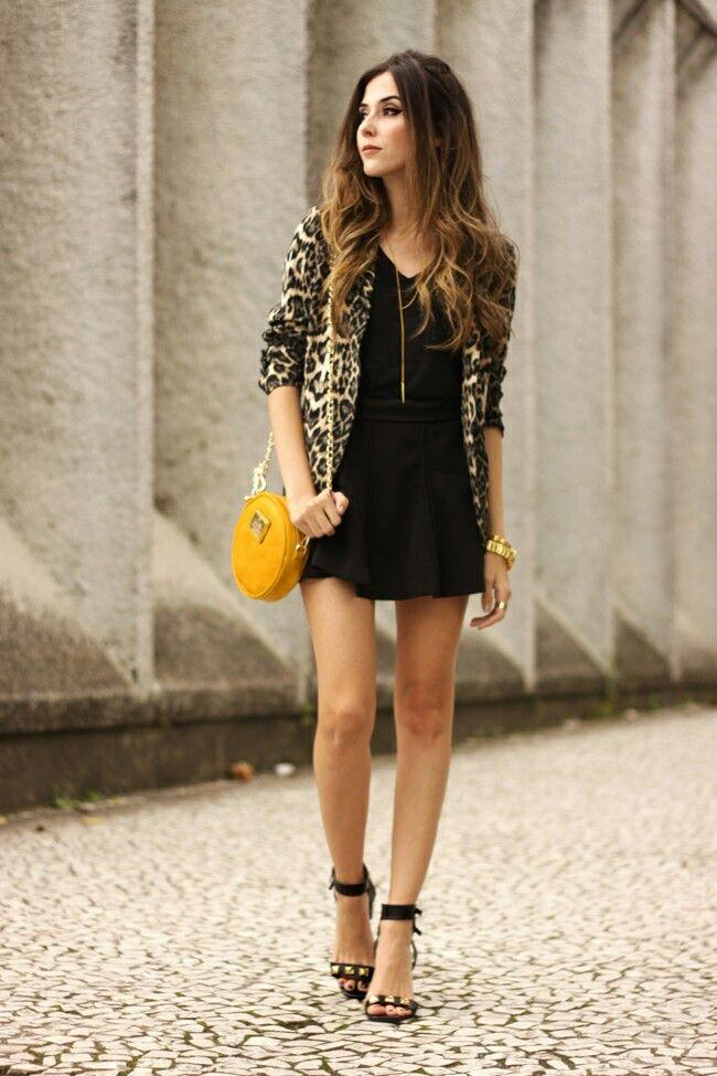 Vestido preto com sapato de oncinha