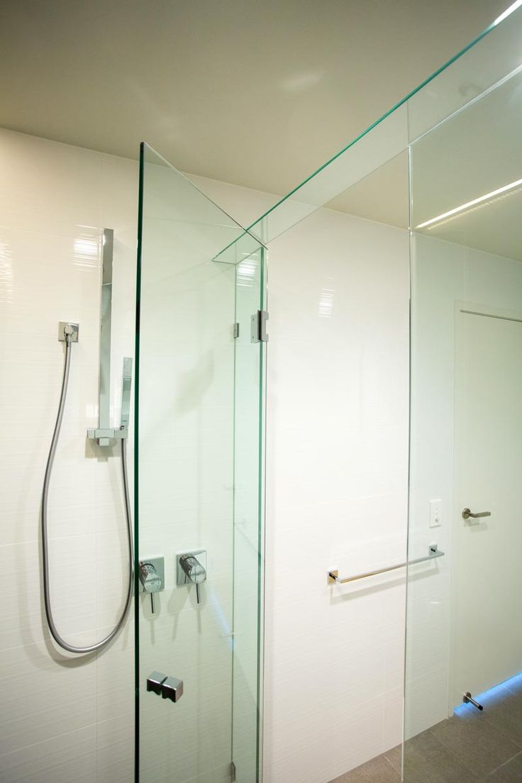 Large opening to the shower