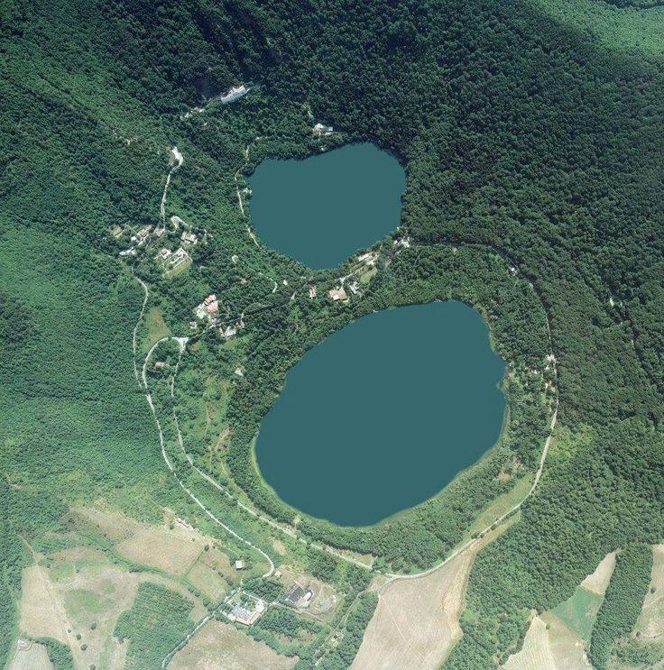 Basilicata vista dal cielo. L'8 perfetto dei laghi di Monticchio - Pz (e poi tutti a chiedersi come mai Federico II avesse scelto il Vulture...)