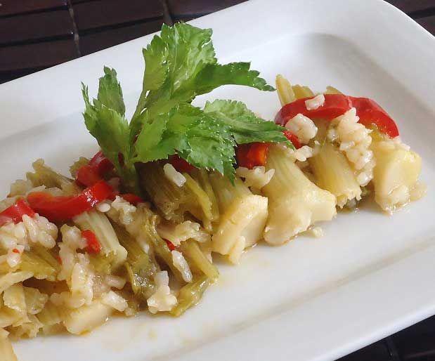 Zeytinyağlı Kereviz SapıMalzemeler;        300 gr taze kereviz sapı      4 adet yeşil soğan      2 diş sarımsak      2 adet domates      1 adet kırmızı biber      1 bardak su      1/2 bardak pirinç      1 çorba kaşığı toz şeker      Zeytinyğı      Tuz      Yazının Devamı: Zeytinyağlı Kereviz Sapı | Bitkiblog.com  Follow us: @bitkiblog on Twitter | Bitkiblog on Facebook
