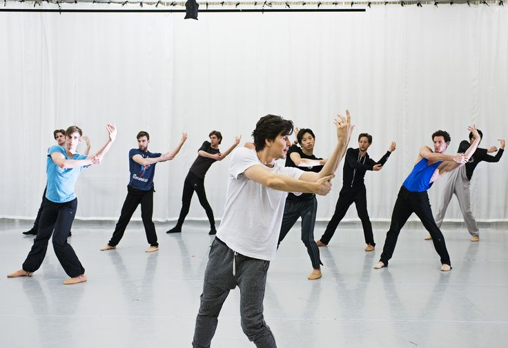 Guillaume Côté works tirelessly with Artists of the Ballet. Photo by Aaron Vincent Elkaim.