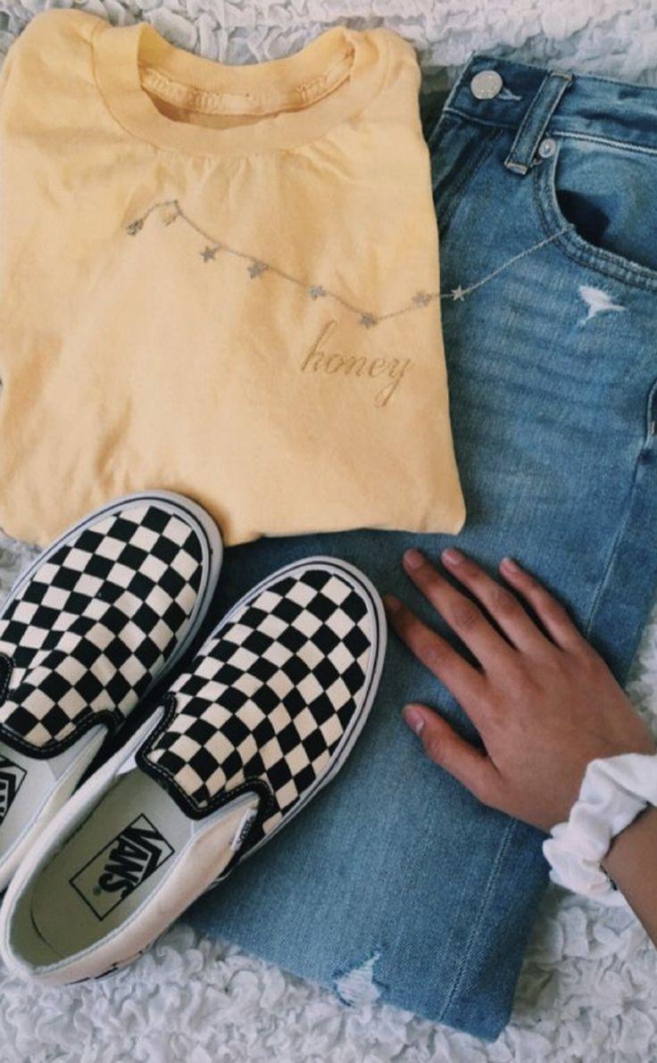 Gelbes T-Shirt, Jeans, Karierte Vans, Halskette mit Sternen, Weißes Scrunchie – #Gelbes #Halskette #Jeans #Karierte #mit