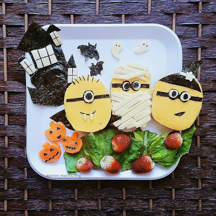 Minions sandwiches in halloween costumes(^_-) #minions #halloween #halloweencute #foodforfun #foodpics #food #foodgasm #funfoods #funfoodforkids #homemade #cutefood #小黄人 #万圣节 #sandwich #三文治