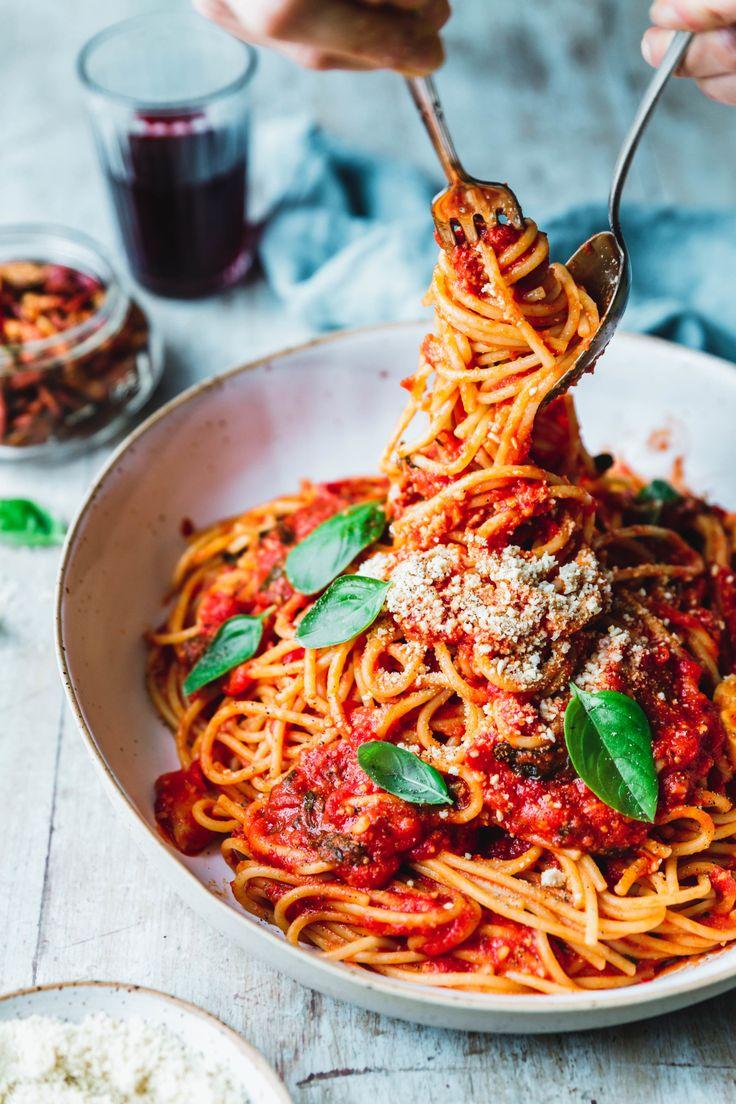 Pasta al Pomodoro ist mehr als nur Pasta mit Tomatensauce. Und versprochen, die …   – Foodstyling – Pasta ret