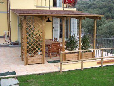 Pergola pentru terasa, din lemn. Produsa pe comanda, in functie de dimensiunile dorite sau modelul agreat.