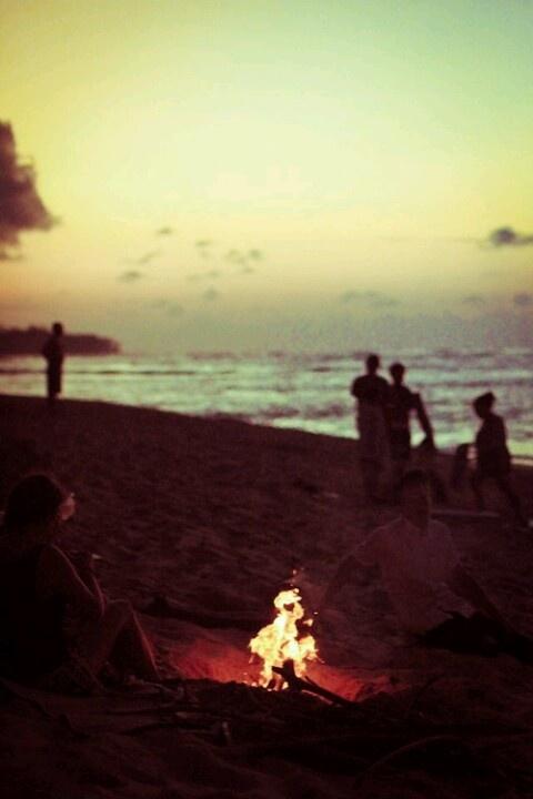 1000 images about birthday bonfire beach bash on pinterest beach bonfire bonfires and on the. Black Bedroom Furniture Sets. Home Design Ideas