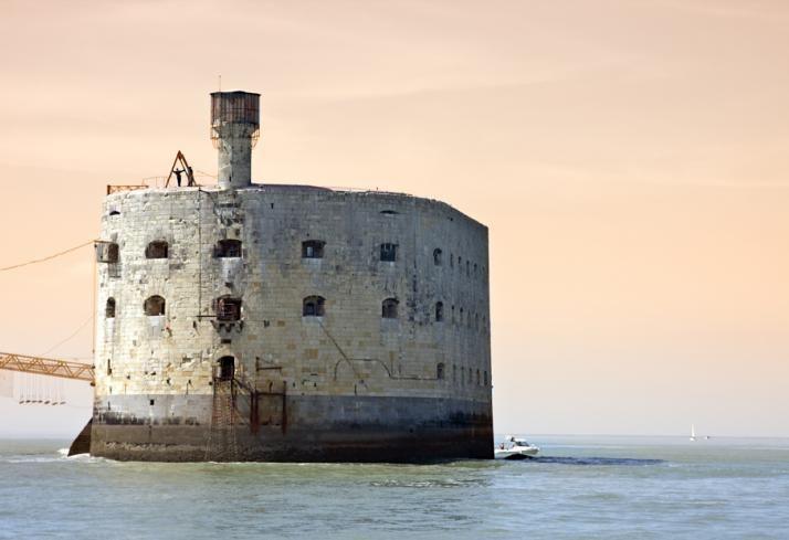 Découverte de l'île d'Oléron, la plus vaste de France après la Corse. La citadelle de château d'Oléron, le Fort des Saumonards face à Fort Boyard, Boyardville...La Cotinière.