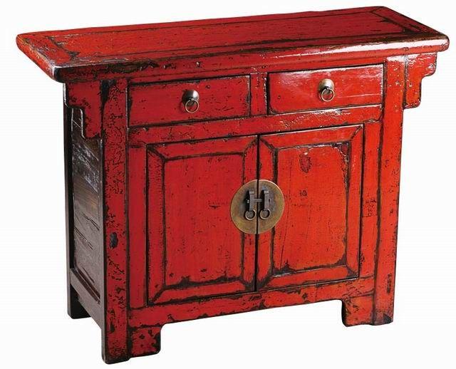 Chinees kastje mooi dik in de lak. Leverbaar in rood en in het zwart. Bij http://www.houtmijn.nl/ hebben ze altijd bijzondere chinese kasten.