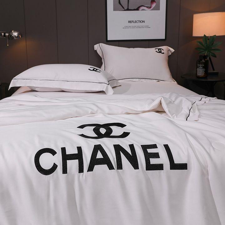Suprehome Com 全品送料無料 2019春夏新品 Chaneシャネル寝具四点セットを最新入荷 高品質寝用品 精密刺繍入り 贅沢風満々 涼しい快適な触りです ブランド 寝具 ベッド用品 上品