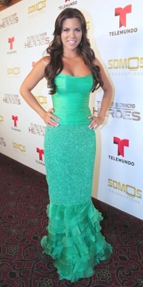 XIMENA DUQUE    La actriz de Corazón valiente se unió a Adamari y otras estrellas de Telemundo para celebrar a personas que realizan obras admirables por los demás a cambio de nada. La colombiana mostró su figura en un ajustado traje verde.