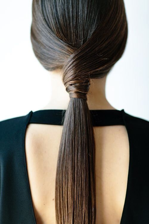Sleek knotted pony                                                                                                                                                                                 Plus