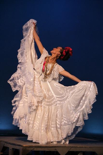 Ballet Folklorico de Mexico, Veracruz [ MexicanConnexionforTile.com ] #culture #Talavera #Mexican