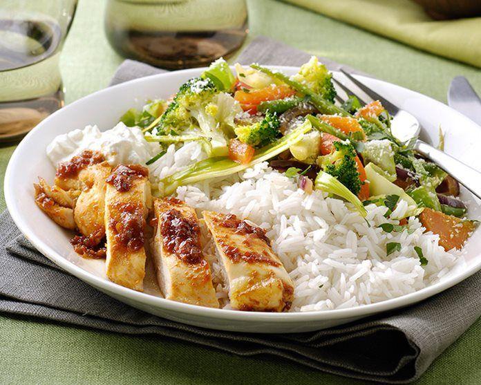 Ajam Paniki uit de oven met rijst en wokgroenten