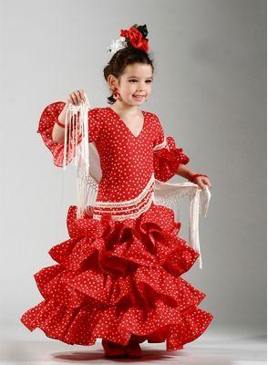 Trajes de flamenca niña Compas largo con cuatro volantes, el color con el que se ha elaborado este vestido de flamenca es el rojo con lunares blancos, mangas de sisa con dos volantes, cuenta con detalles de encaje de bolillos. #trajesdeflamenca2015 #trajesdeflamencaniña  http://www.elrocio.es/trajes-de-flamenca-nina/1658-trajes-flamenca-nina-compas.html