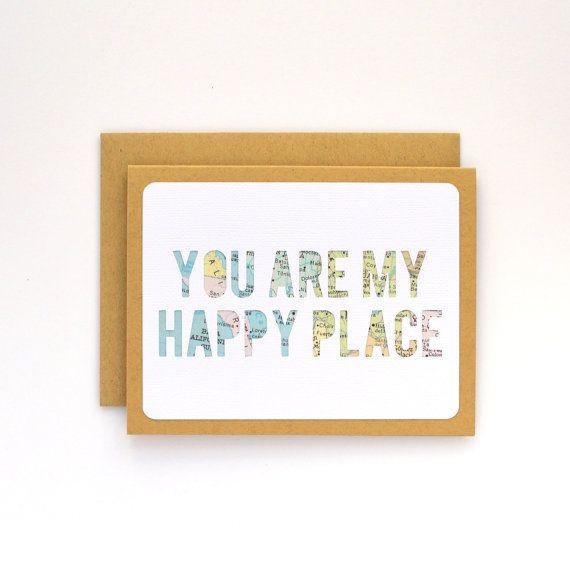 Long Distance Beziehung, Long Distance Karte, ich liebe dich Karte zum Freund, Papier-Jubiläum für Mann oder Frau, du bist mein glücklicher Ort  —  Senden Sie eine süße Note der Liebe an Ihren Ehepartner, Partner oder jemand in der Nähe Ihres Herzens. Dieser handgefertigte Handwerker Karte ist individuell geschnitten--nicht gedruckt-- und Handarbeit mit der Jahrgang Karte, womit jeweils eine Art. Nachdem gegeben, wäre sie ein schön gerahmtes Kunstwerk machen.  Dieses Gefühl ist auch als ein…
