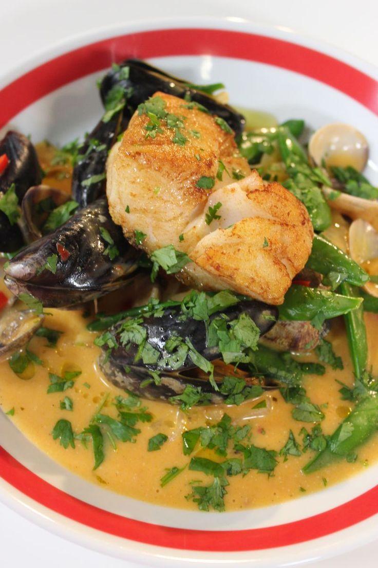 Kabeljauw met zeevruchten en rode curry
