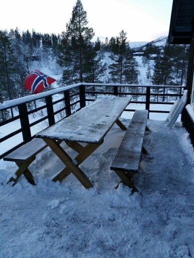 Hjemmelaget benk og bord