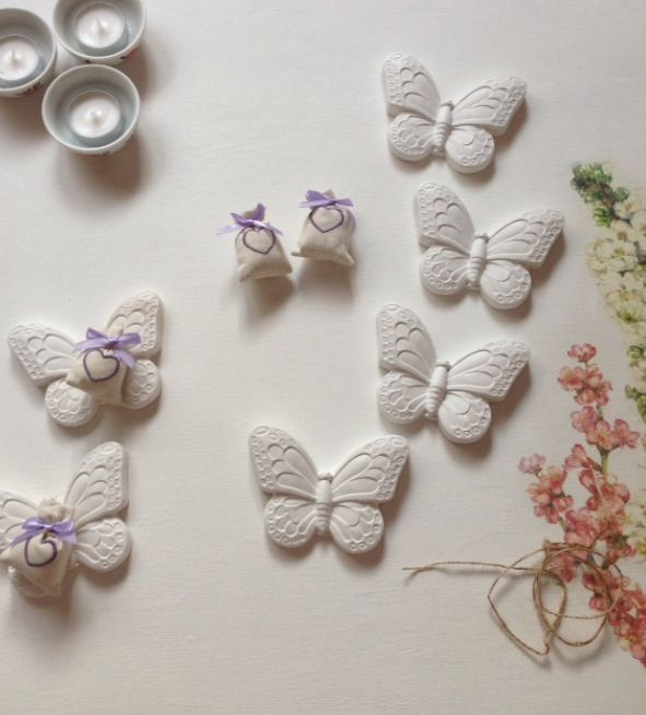 Le mie farfalle aspettano con ansia l'arrivo della primavera - farfalle in gesso con essenza di Talco https://tiramiblu.wordpress.com/2013/11/11/farfalle-pronte-a-prendere-il-volo/