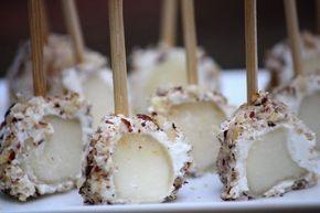 Sucettes de poires au fromage de chèvre et poudre de noisettes