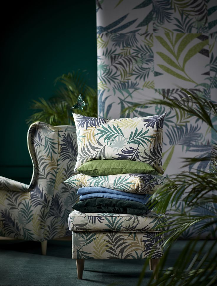 Give your home a tropical update with GILLHOV cushion covers featuring this season's favourite leaf pattern. Find it at IKEA!