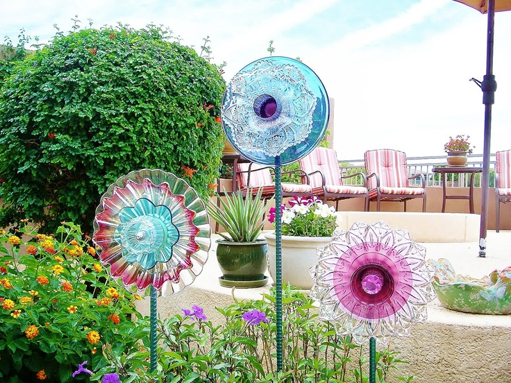 69 best outdoor space repurposed items images on for Upcycled yard decor