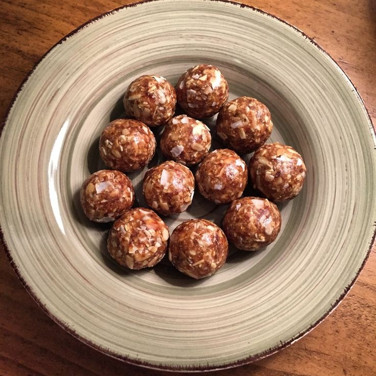 PALEO DESSERT DATE NUT BALLS — Intersection Coaching #Whole30 #paleosnack #dates #nuts