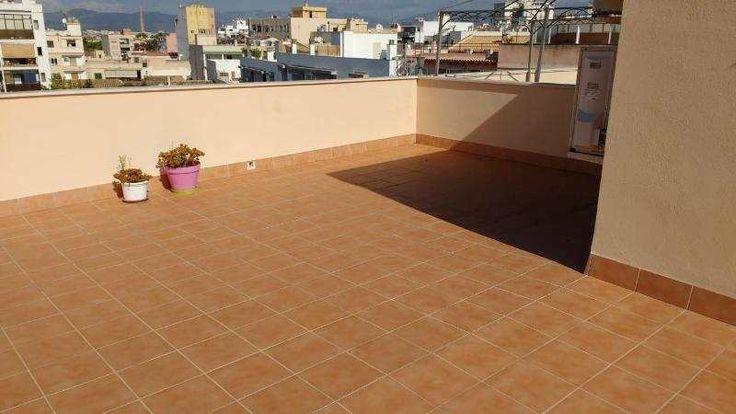 195m² 4-Zimmer-Wohnung, teilmöbliert; mit Dachterrasse: Teilmöblierte moderne Wohnung in Palma Vorort Coll d en Rabassa. Die Wohnung hat 3 Schlaf- und 2 Badezimmer. Die...