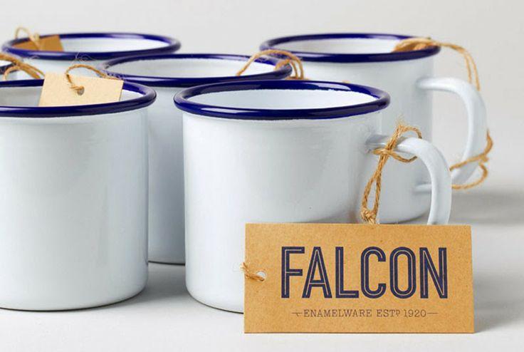 El dulce encanto campestre de la vajilla de peltre de Falcon Enamelware