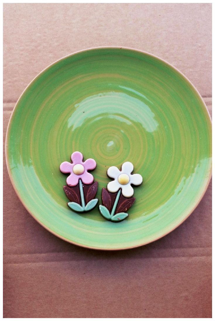 choco flowers is blooming on Arcobaleno side dish.  This handmade signature collection, made exclusively for DishesOnly, is a tribute to Op-Art. Its name, Arcobaleno, rainbow in Italian, recalls its striking pattern of colors. #sideplate #ceramic #madeinitaly http://www.dishesonly.com/products/arcobaleno-handmade-colorful-ceramic-side-plate