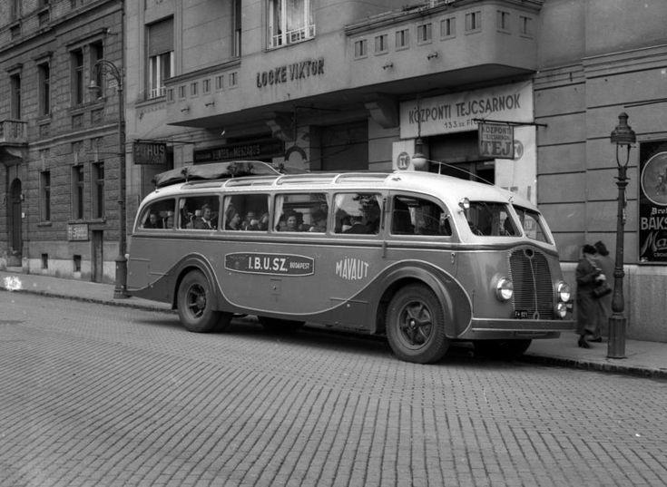 1941 Budapest Csaba utca a Jézus Szíve plébániatemplom előtt.   Lissák/fortepan.hu