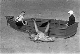 Resultado de imagen de kid playing shore