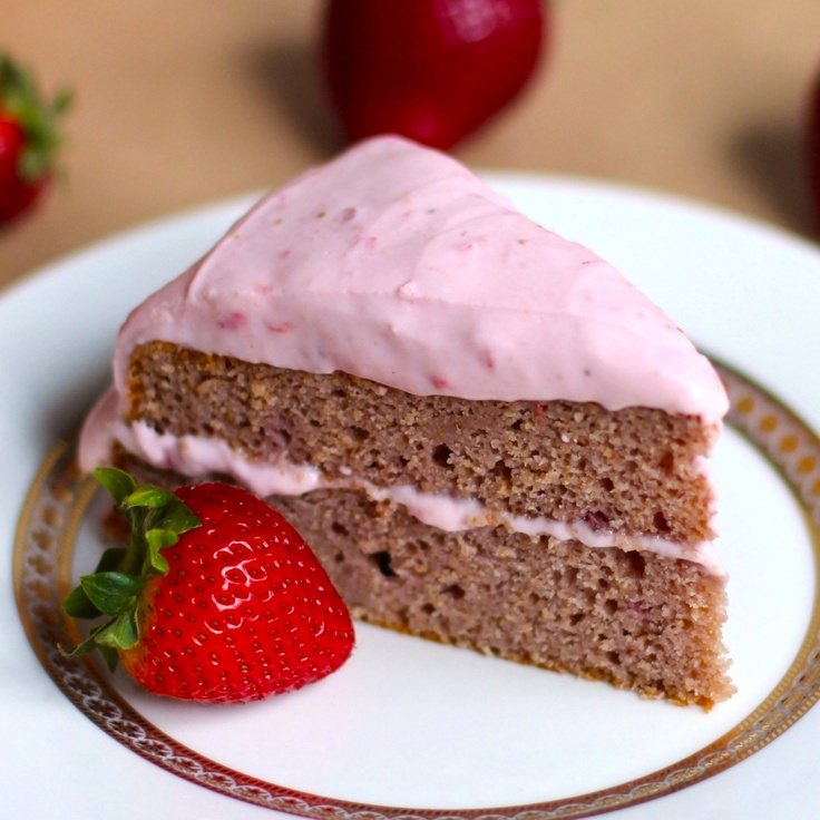 Light Strawberry Sponge Cake with Strawberry Frosting (made with real strawberries!): Frostings, Cakes, Real Strawberries, Strawberry Frosting, Sponge Cake, Dessert, Strawberry Cake
