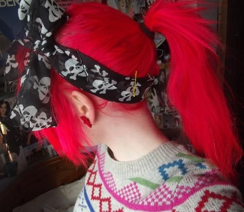 The fuchsia hair is awesome, the skull hairband is awesome, the sweater is awesome..to hellmichigan with it, give me the whole thing!