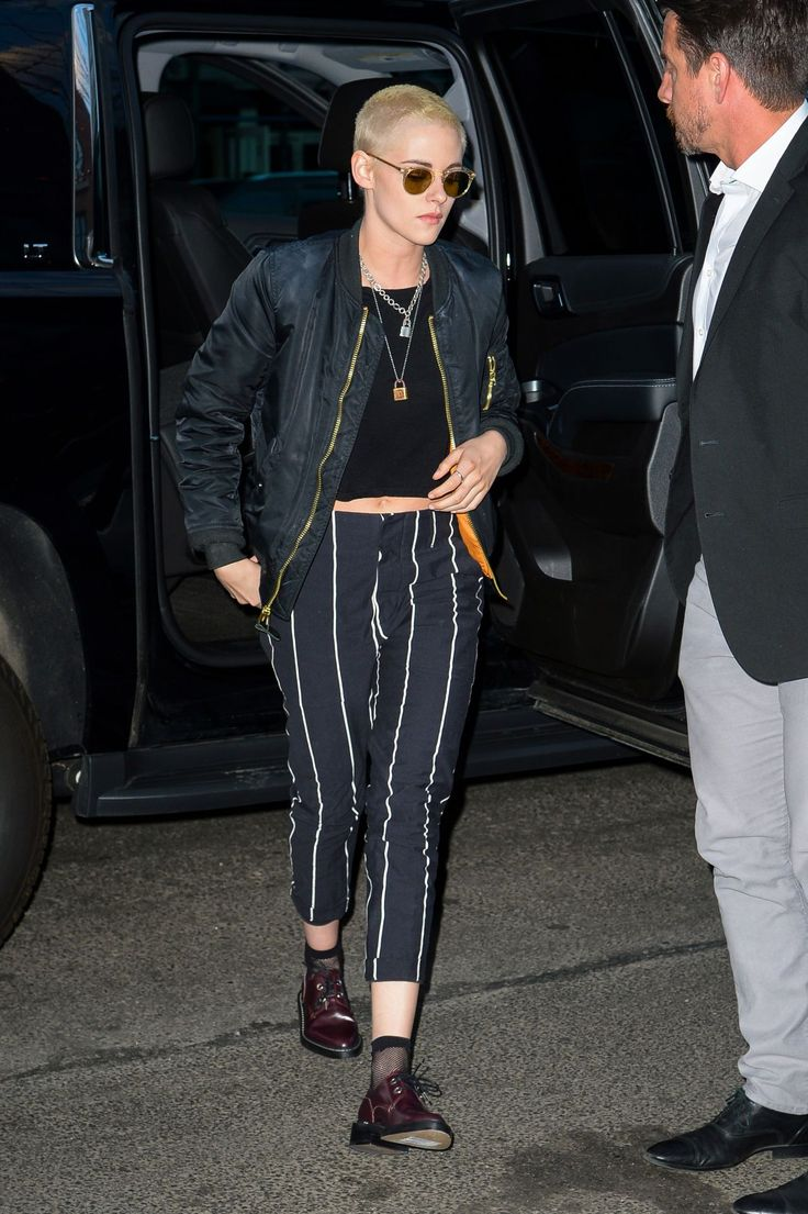 kristen-stewart-arrives-back-to-her-hotel-after-the-late-show-with-steven-colbert-in-nyc-3-9-2017-9.jpg (1280×1923)