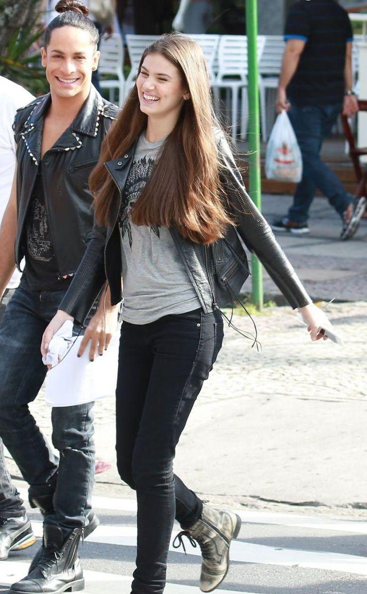 Camila Queiroz - Atriz - actriz - modelo - fashion model - Brasil - brasileira - brasileño - Brazil - Brazilian - telenovela - novela - tv - verdades secretas - secret truths - Angel - cabelo - hair - pelo - bonito - beautiful - hermosa - longo - comprido - long - largo - inspiration - inspiração - inspiración - estilo - style - look - moda - fasion - casual - jeans - black - boot - bota - camiseta - shirt - cinza - gray - jaqueta - jacket - couro - leather - Rainer Cadete - Visky