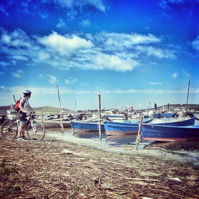 Un'immagine del passaggio a #Marceddì (OR) dei cicloturisti del #sardiniagrandtour  Here's a photo from when the #biketravellers of #Sardinia Grand Tour passed through Marceddì, Oristano.