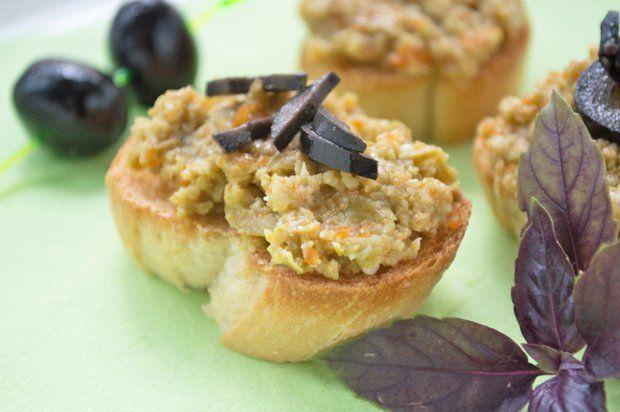Überbackene Brötchen mit Olivencreme