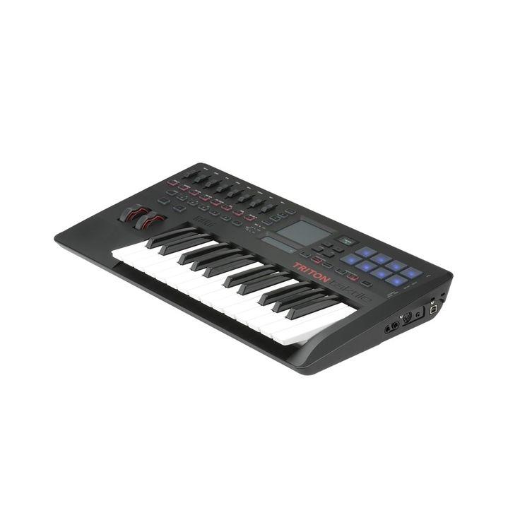 Questa tastiera è un concentrato tecnologicodi altissima qualità, tutto quello che si desidera da un sinth o da una master-key è stato inseritonella Korg ...