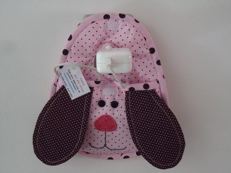 Porta carregador de celular com motivo de coruja ou cachorro, em beje, azul e rosa.