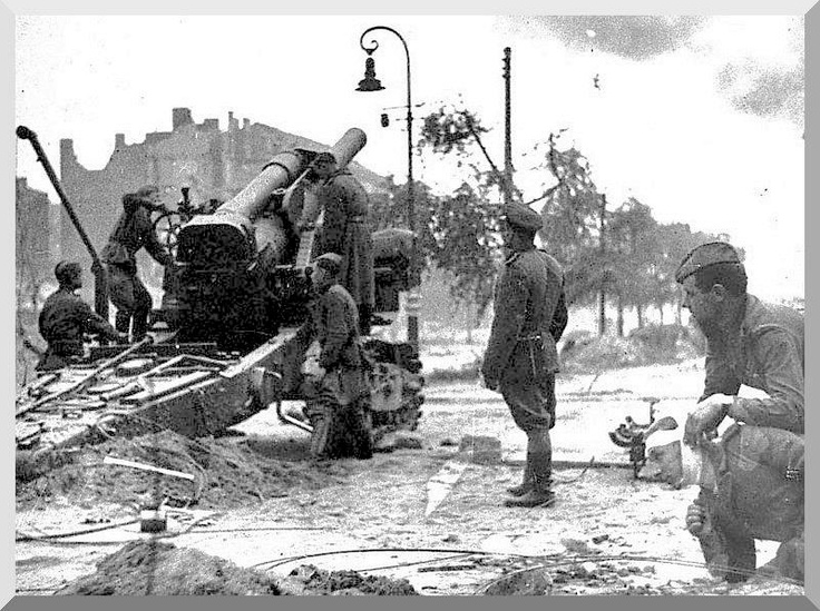 Russians pound Berlin with heavy artillery