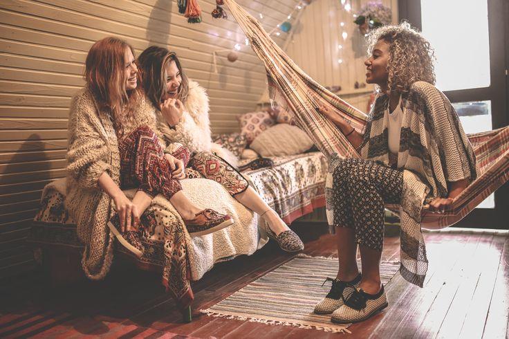 Perky Shoes | 2016 INVERNO | Leve como a vida deve ser é o inverno da Perky que traz o clima zen dos Anos 70 de volta. Influências da cultura oriental inspiram estampas multicoloridas para alegrar seu dia. Vem com a gente nessa jornada! ;) #perkyshoes #inverno #invierno #winter #shoes #alpargatas #calcados #sapatos