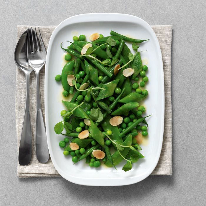 Die fein säuerliche Zitronenbutter harmoniert geschmacklich wunderbar mit den grünen Bohnen und bringt ihr Aroma besonders gut zur Geltung. Der perfekte Sommersalat.