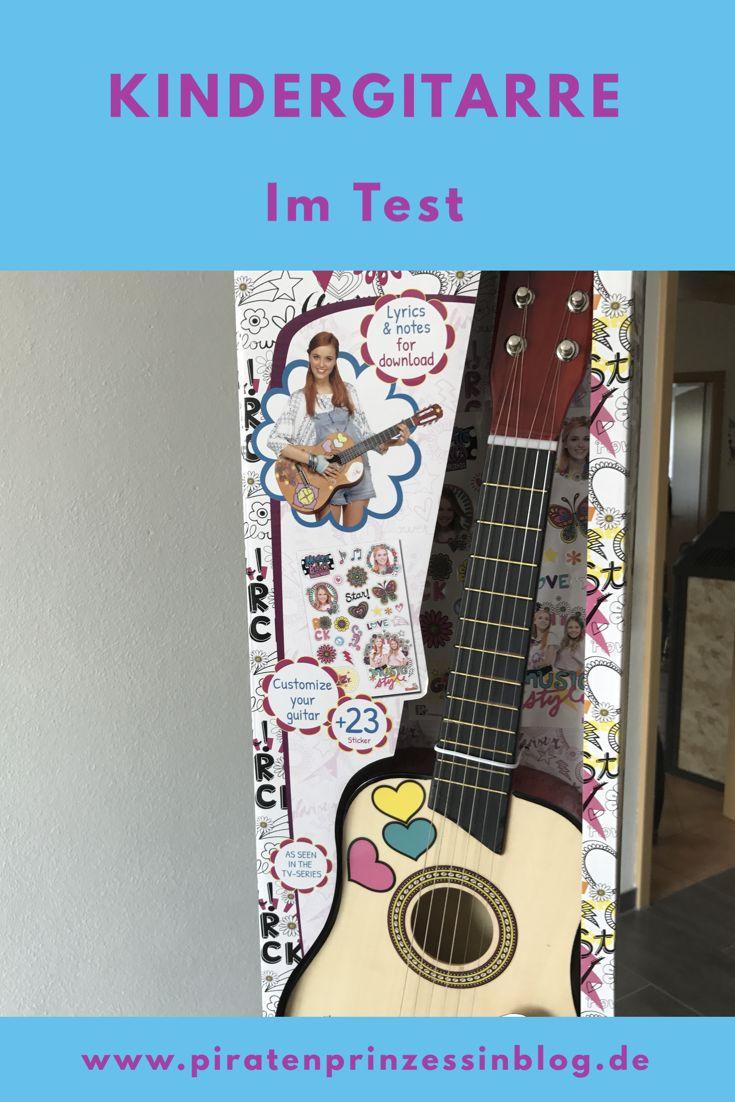Kindergitarre im Test. Die erste Gitarre für Kinder von Simba Toys. Mit der original Nachbildung von Maggie's Guitar aus der Telenovela Maggie & Bianca Fashion Friends können Kinder erste Melodien und Lieder üben.  #guitar #music